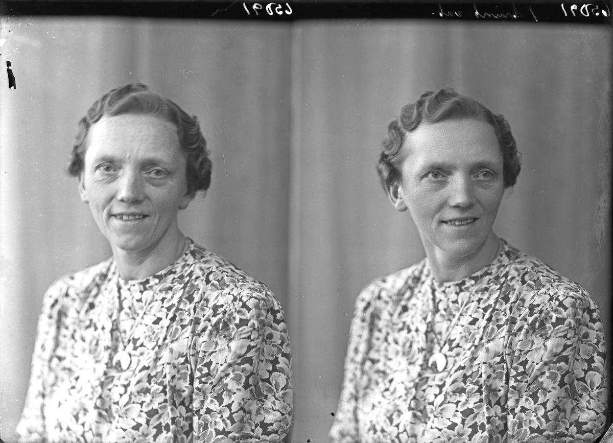 Portrett. Kvinne. Bestilt av Åse Hovland. Sebøvik Landhandel.