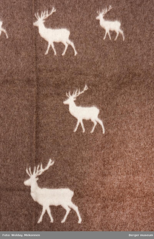 Hjort i ulike størrelser. Ingen bord