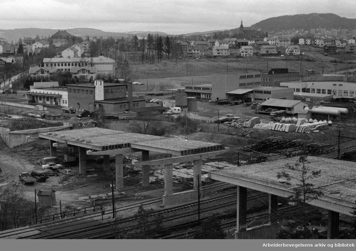Tveita bru under bygging. April 1963