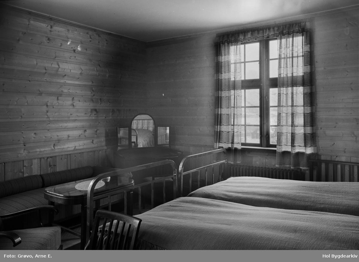 Interiør, Holms Hotell, soverom, senger, spegel, stolar,