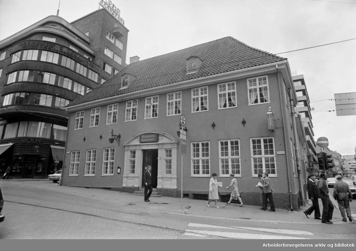Stortorgets Gjæstgiveri. Stilhistorisk vandring. Juli 1977