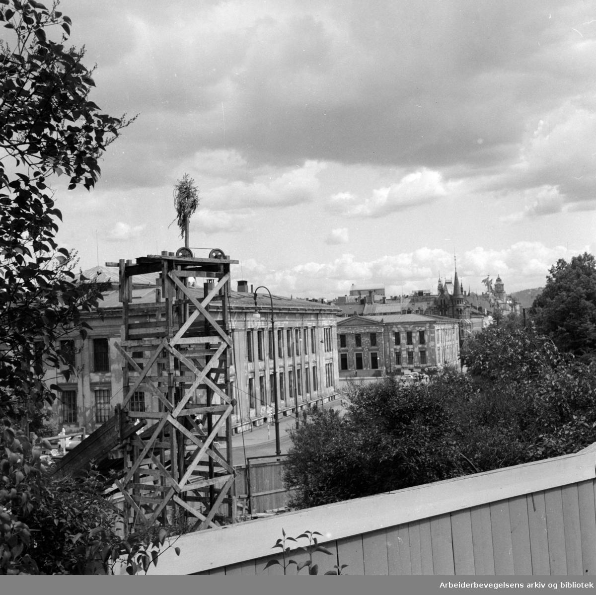 Undergrunnsbanens stasjon ved Nationalteatret utvides. Juni 1956