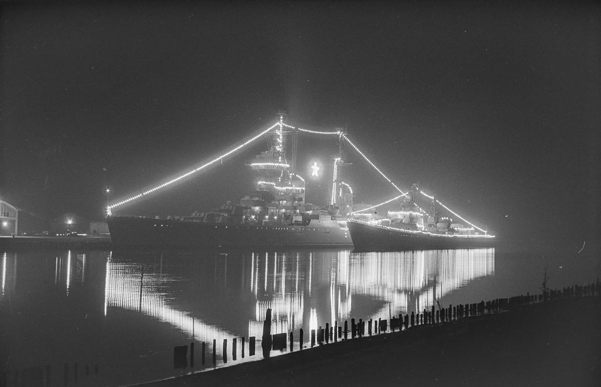 Den sovjetiske krysseren Murmansk på besøk i Norge 17. - 21.10.1964. Fortøyd langs siden av Murmansk ligger jageren Nastoitsivyi.
