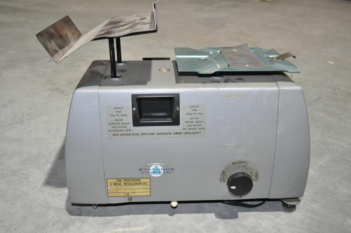 Elektrisk vekt med 2 skalaer. En for  10 - 500 g. og en for pakker 100 - 5000g.
