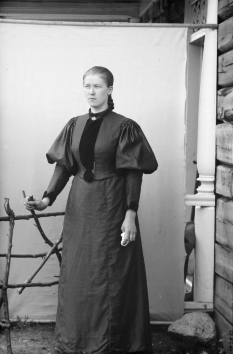 Portrett, ung kvinne, helfigur, Oline Ødegaardstuen
