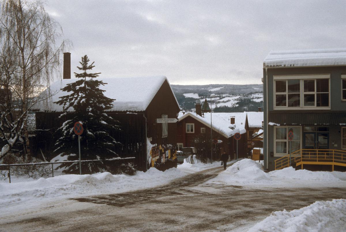 Lillehammer, sentrum, bebyggelse, gate, gutu, Bryggerivegen med Fossegutua rett fram, mot vest