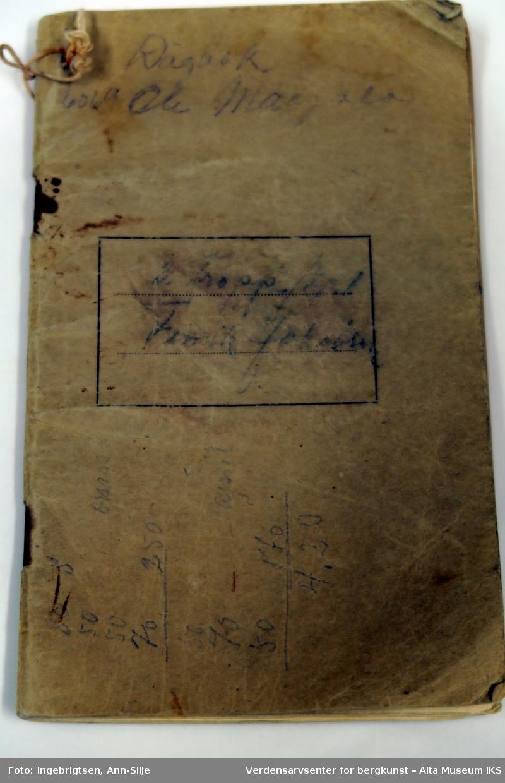 Liten notatbok med linjerte sider.