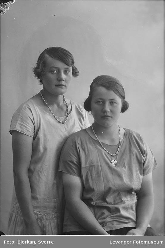 Portrett, trolig av to søstre. En av dem heter Gudrun Kongstad