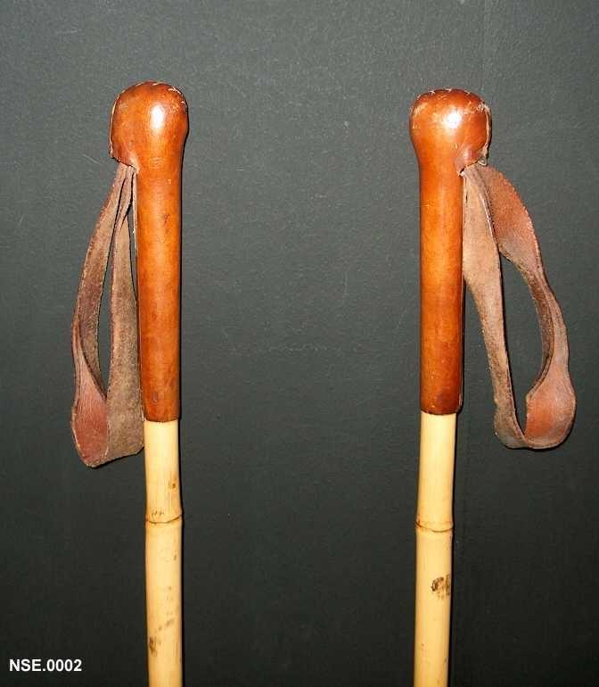 Bambusstavar med bambus- og lærtrinse. Skinnhandtak.