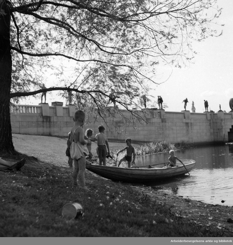 Vigelandsanlegget. Skulpturer av Gustav Vigeland. 1950