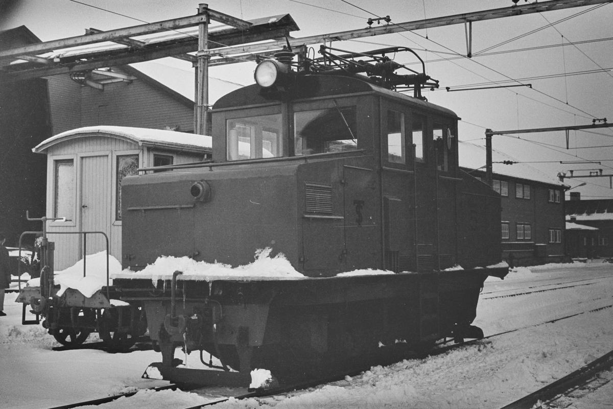 Thamshavnbanens lokomotiv nr. 5 på Thamshavn stasjon.