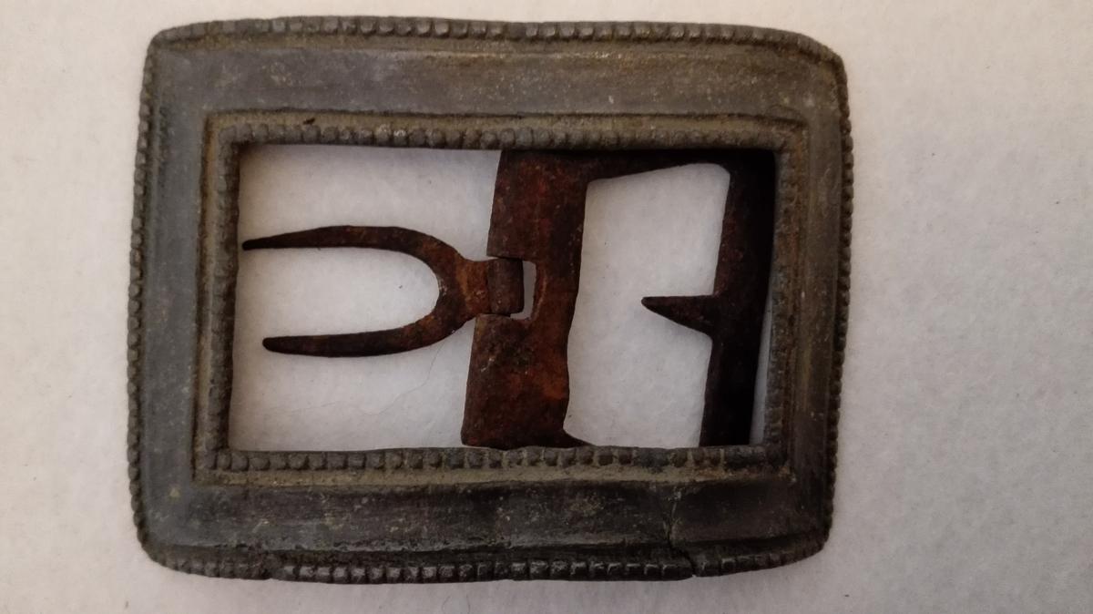Form: Til mannssko.