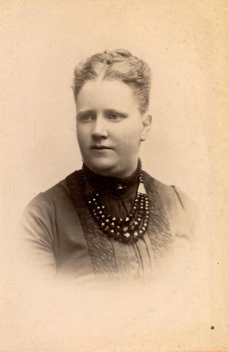 Fru Elin Örbom, född Malmsten, Norra Ving.