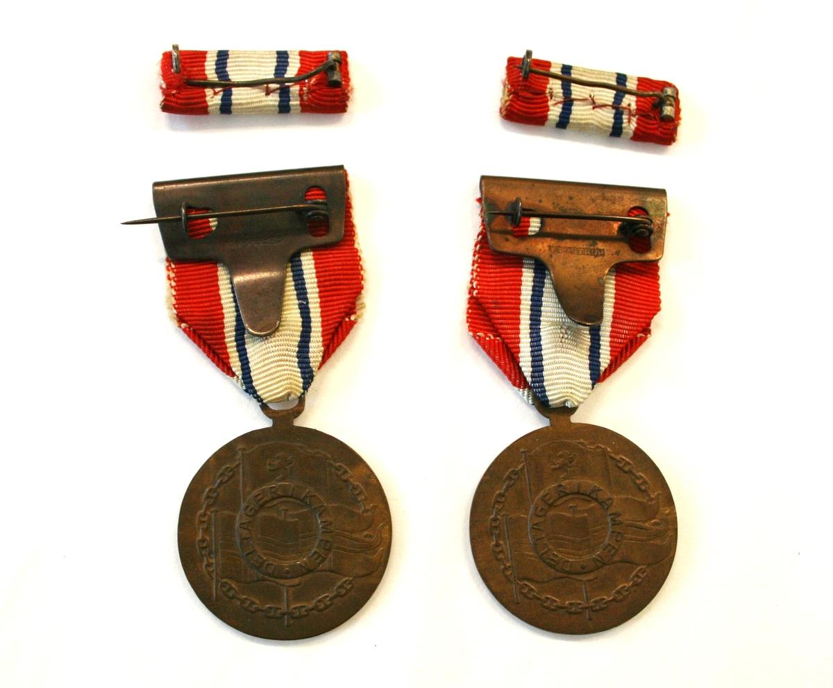 Medaljen har en rosett med riksvåpenet i, med omskrift «9 APRIL 1940 * 8 MAI 1945 *» på advers. På revers kongeflagget, handelsflagg og orlogsflagg og innskrift «DELTAGER I KAMPEN». Motivet er omgitt av en lenke. Miniatyren har en rosett.