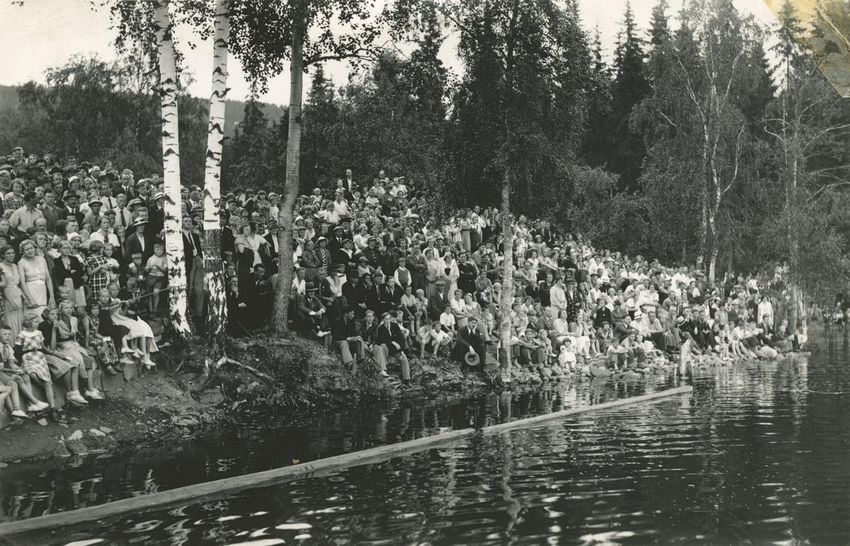 Svømmeoppvisning i badedammen, Lillehammer