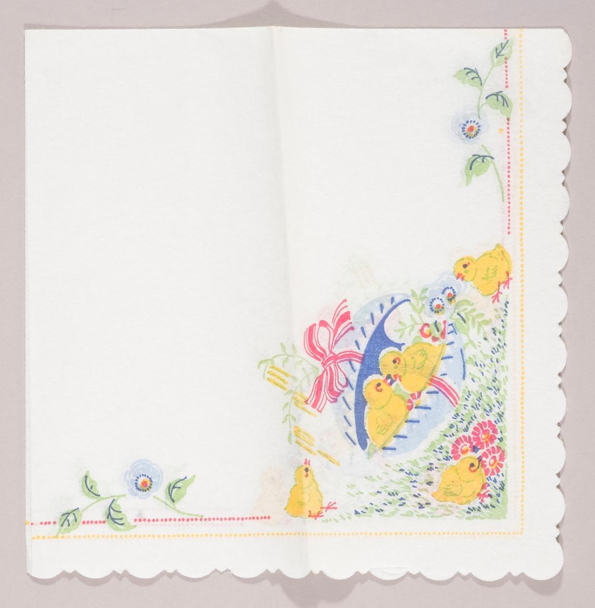 To kyllinger sitter i et åpent påskeegg med en stor sløyfe. Kyllinger står på en gressplen med røde blomster. Blå blomster. Stripper av gule og røde prikker langs kanten.