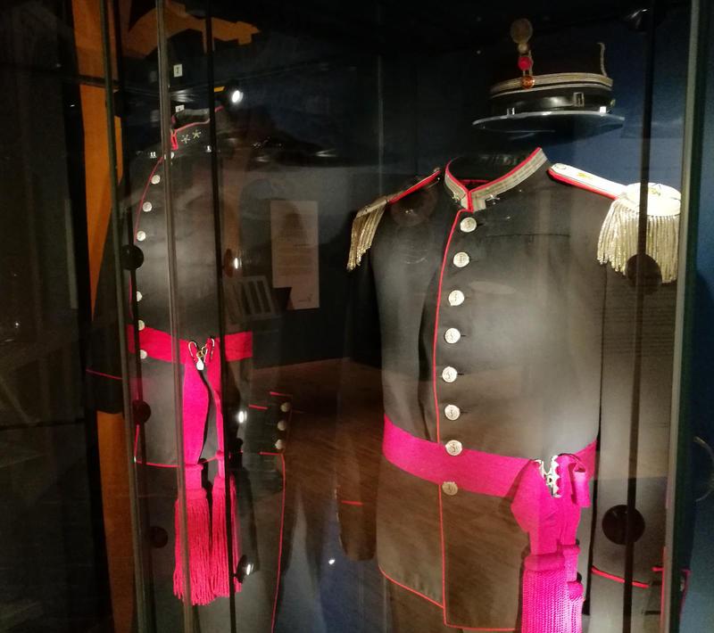 Korpsuniformene til Oscar Borg og Ole Olsen kan du også se i utstillingen. (Foto/Photo)