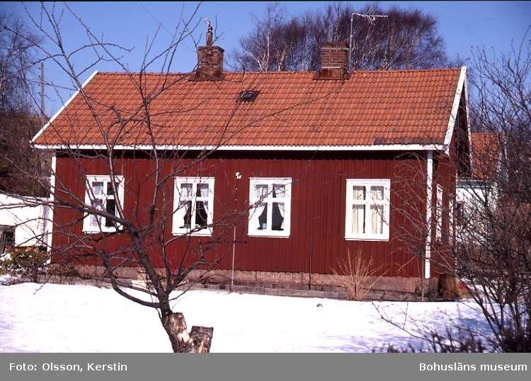 """Text på kortet: """"Ryxö bolagshus. Brastad sn. Mars 1987""""."""