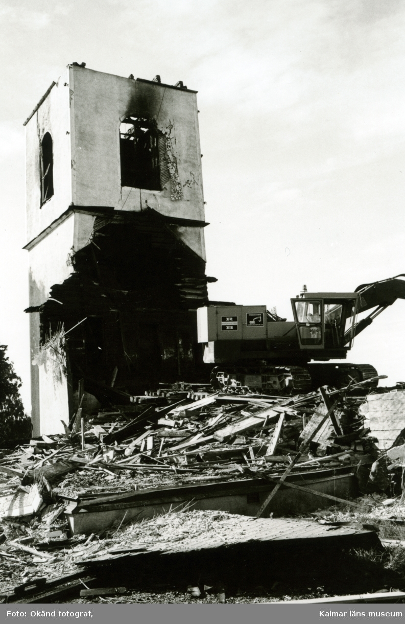 Hälleberga kyrka: Brandorsaken var ett elfel. Branden var 1976-10-18.