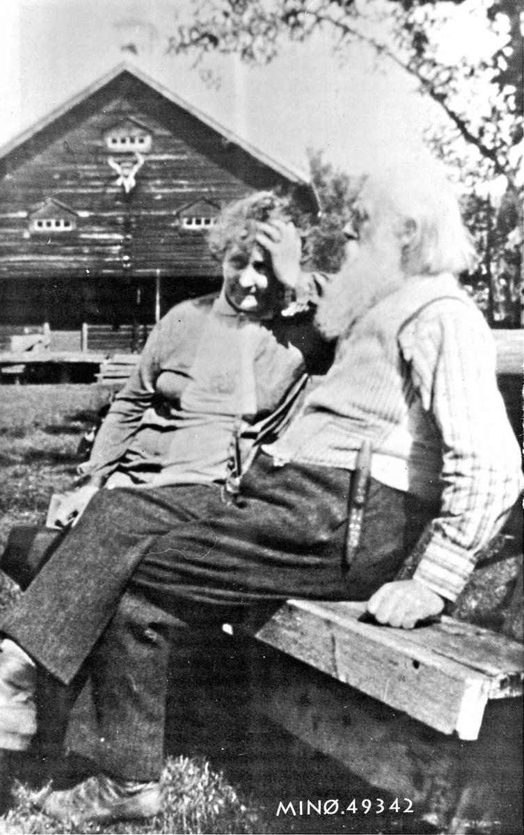 Hulda Garborg og Ivar Mortenson Egnund på Einabu.