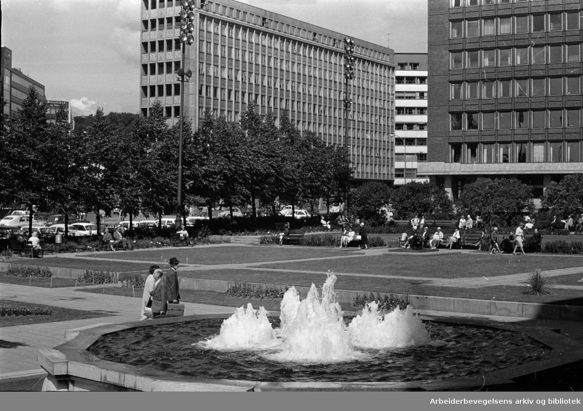 Rådhuset: Kronprinsesse Märtas Plass. Juli 1964