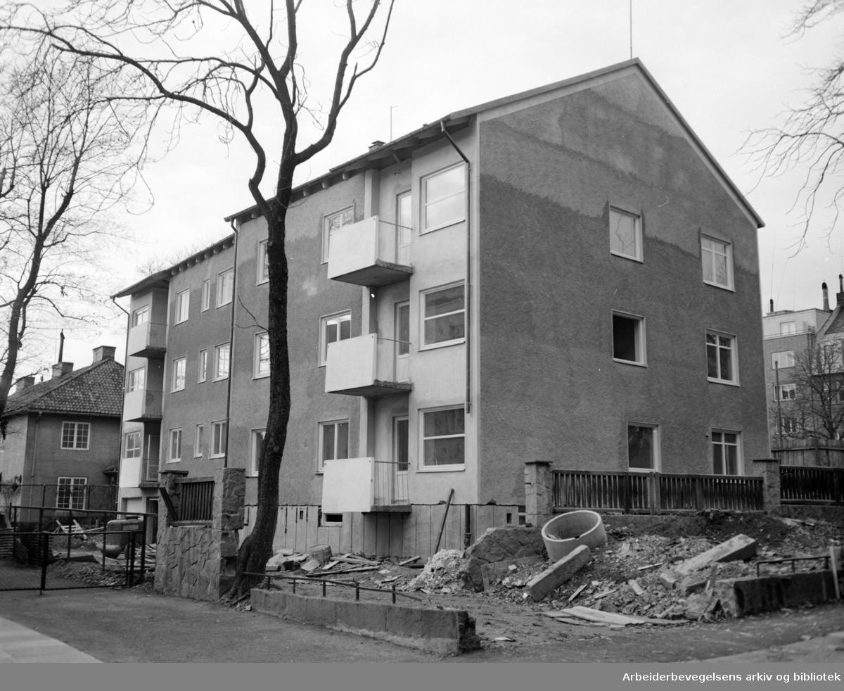 Nobels gate 16. Svenske Ambassade. Dette boligbygget er klart til innflytting. Det tilhører den svenske Ambassade og er første delen av et svensk diplomatkvarter i Oslo. November 1955