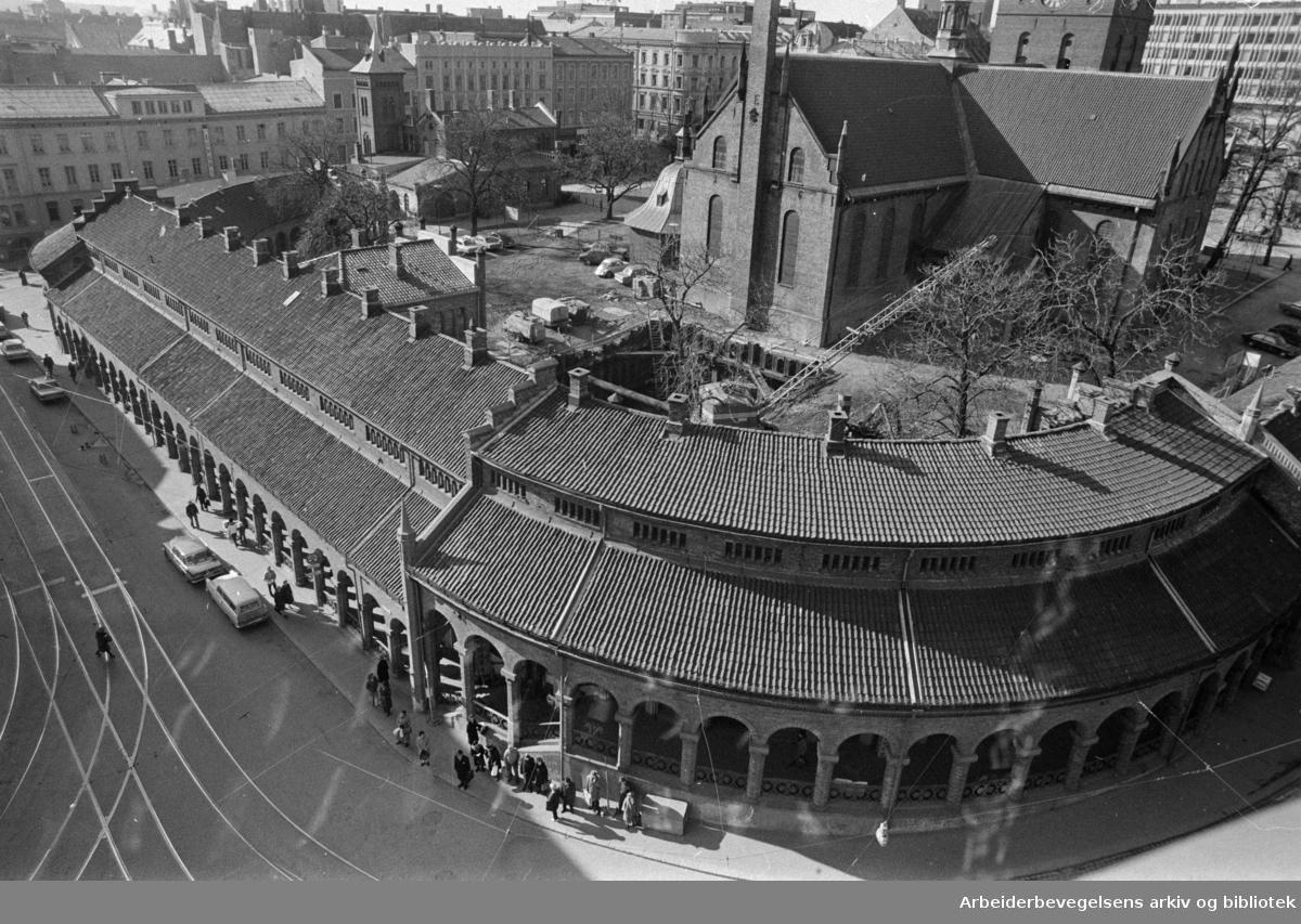 Kirkeristen. Basarhallene i Oslo. April 1975