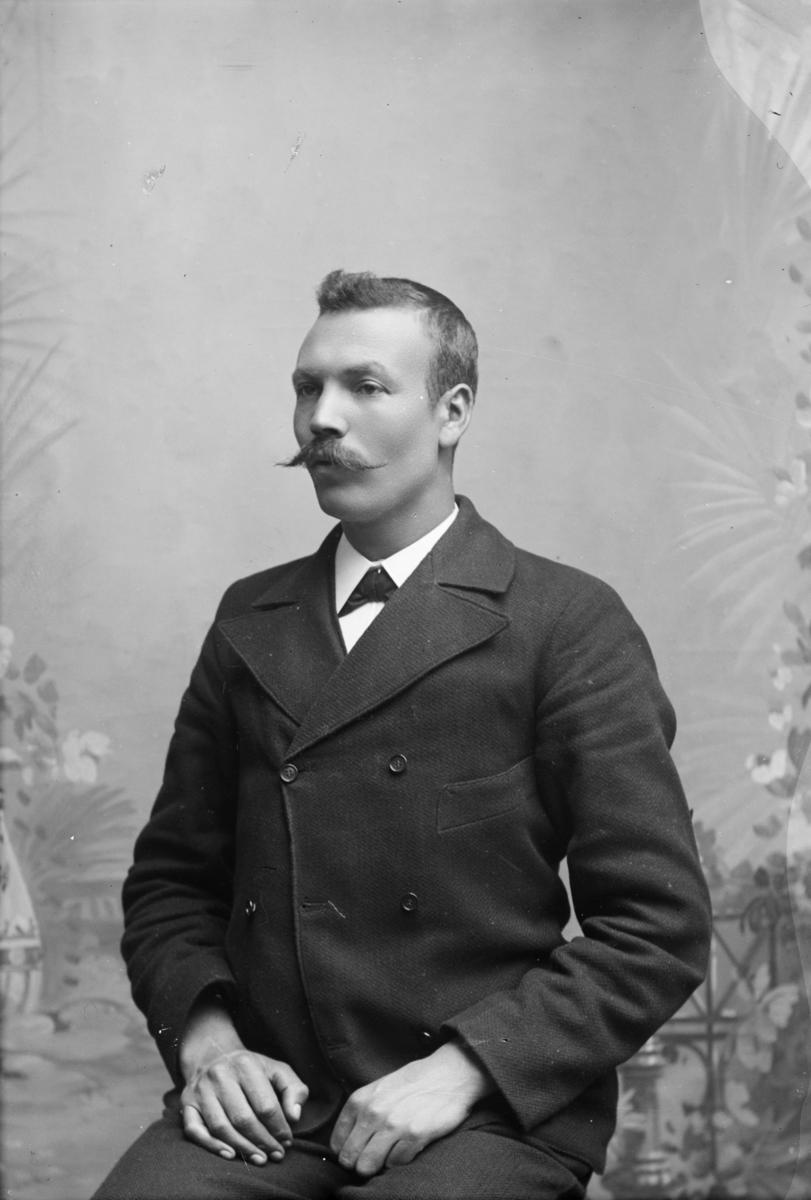 Portrett av urmaker Haugen, må være Johannes Haugen i Vågå