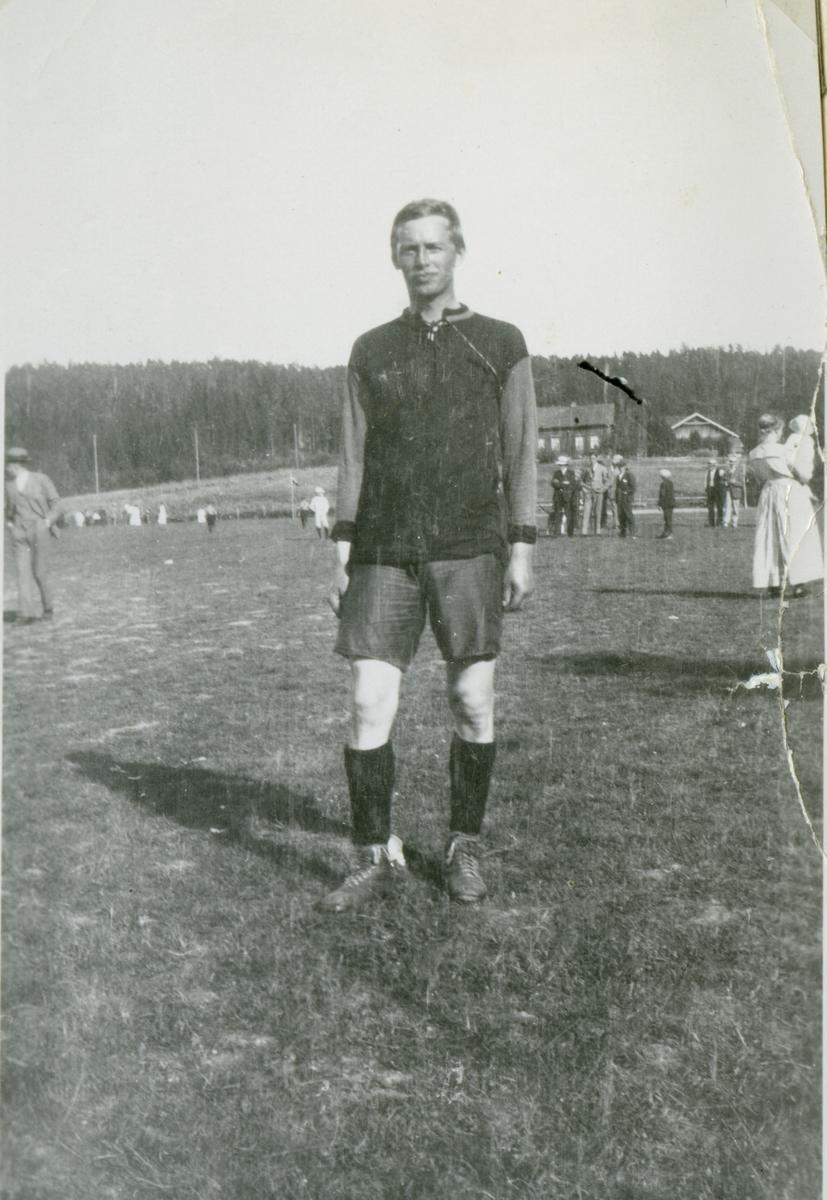 Fotballspiller i fotballdrakt