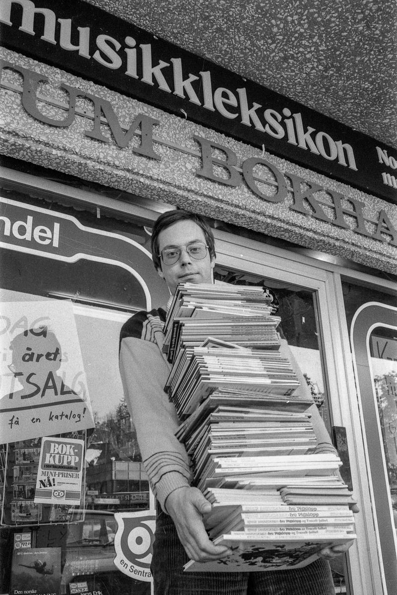Tanum bøker og papir, Sentrumsgården på Kolbotn. Terje Fredriksen. Boksalg.