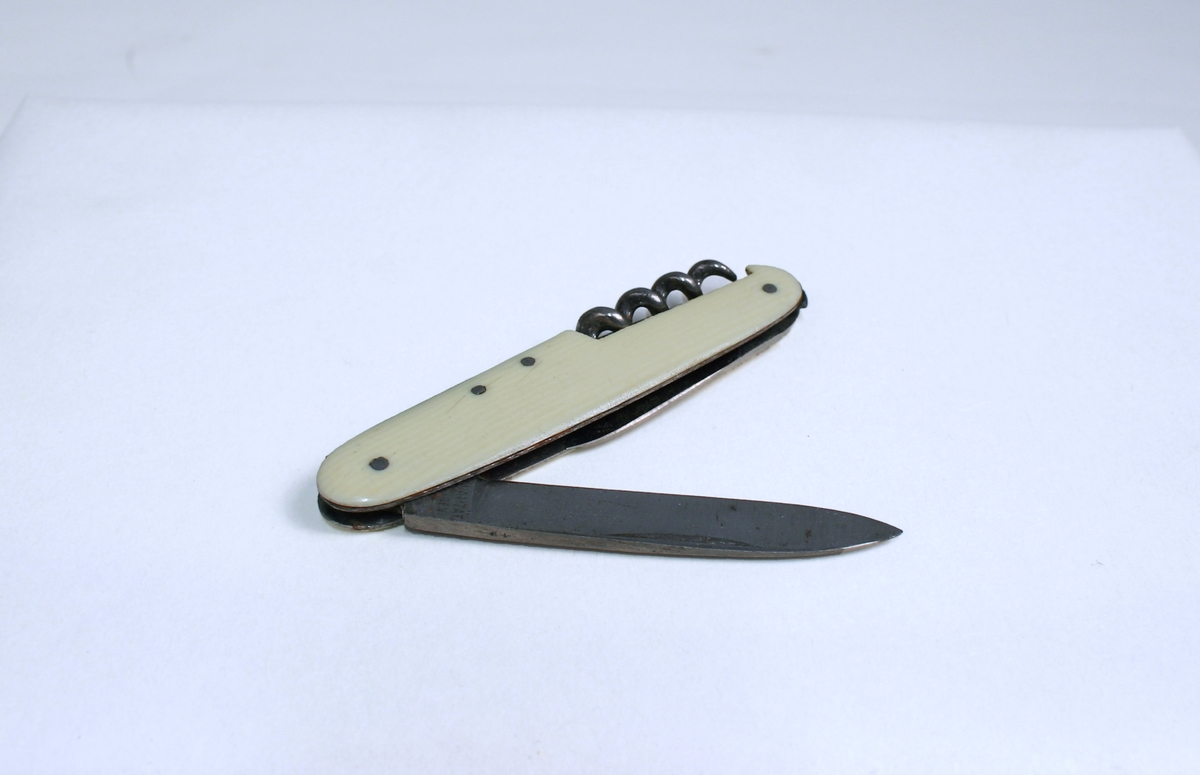 Lommekniv med to kniver og kørkskru