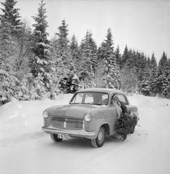 Julenissen kjører bil