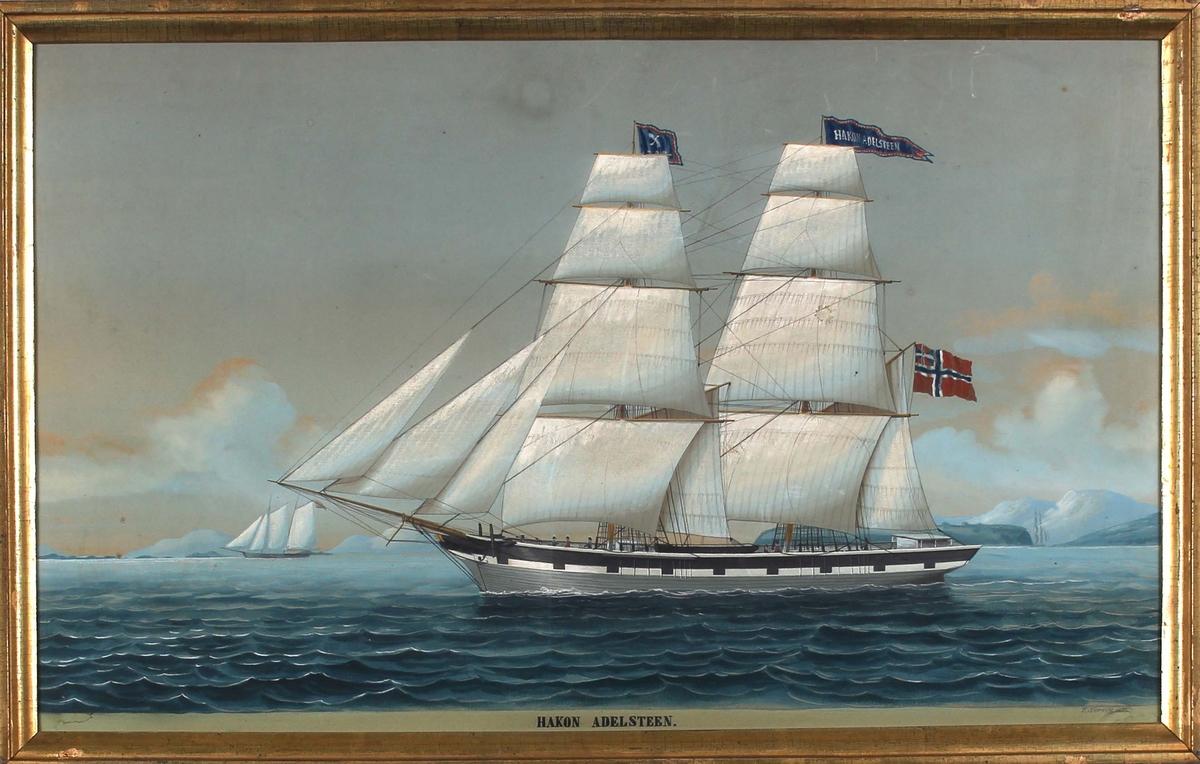 Skipsportrett av briggen HAKON ADELSTEEN med full seilføring  med unionsflagg (sildesalaten) i akter. Fører kjenningsmerke i formast samt vimpel med skipets navn i stormasten. Ser kystlandskap i bakgrunn og annet seilfartøy.