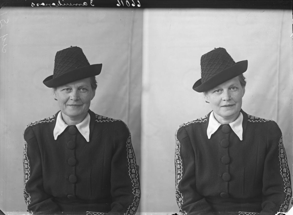 Portrett. Ung kvinne med hatt. Bestilt av Fru Helga Sunfør. Karmsundsgt