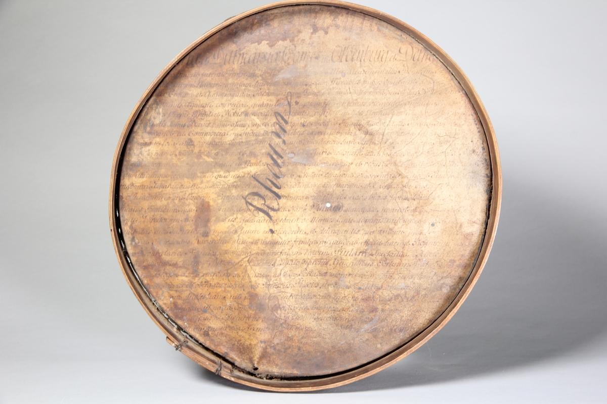 Siktbotten av trä, svept, med botten av pergament.