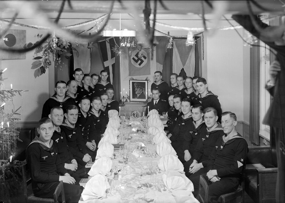 Tysk marinesoldater og offiser på Homla restaurant