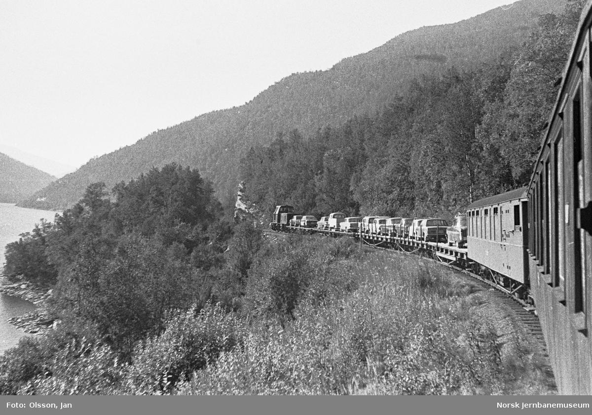 Blandet tog fra Lomi til Finneid på Sulitjelmabanen. Toget trekkes av diesellokomotivet ODIN.
