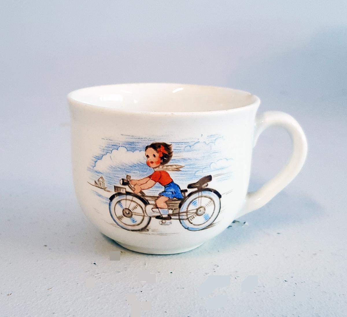 Barnekopp med motiv an jente på motorsykkel