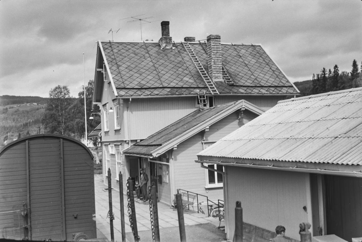 Underveisgodstoget fra Trondheim til Hamar over Røros, tog 5712, på Singsås stasjon.