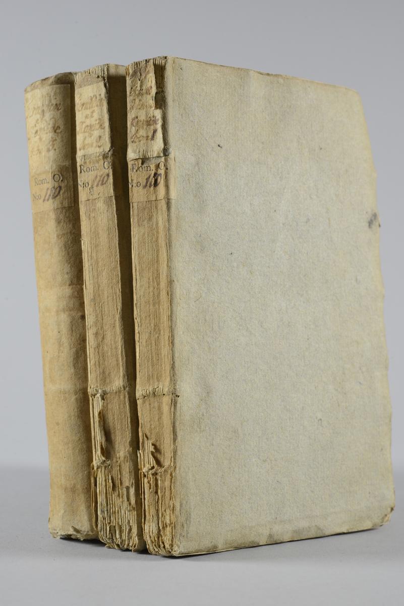 "Bokverk, pappband,""Féraddin et Rozéide, conte morale, politique et militaire"", i 3 delar, tryckt 1765 i Gaznah. Pärmar av gråblått papper, oskuret snitt."