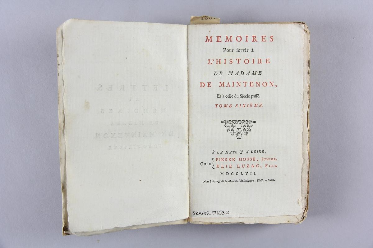 """Bok, pappband,""""Lettres et mémoires de madame de Maintenon"""", del  6.  Pärmar av marmorerat papper, oskuret snitt. Etikett med titel och samlingsnummer på ryggen."""