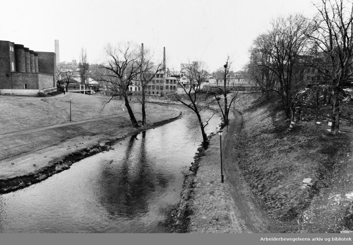 Akerselva. April 1983