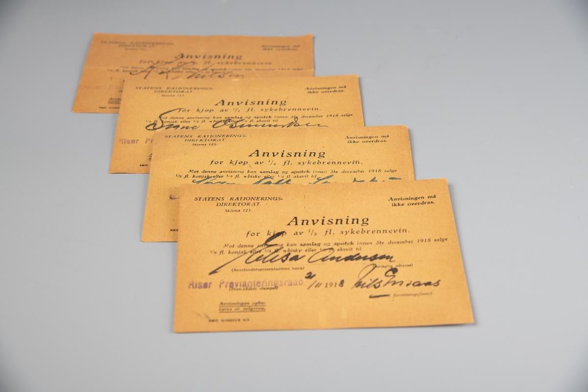 Rektangulær papirsedel, gulnet papir. Sort, trykket tekst. Anvisningene er utstedt av Statens Rationeringsdirektorat og er gitt skjemanummer 123. Pasienten hadde anledning til å velge mellom en halv flaske konjakk, whisky eller akevitt.  Brennevinsforbudet, som i Norge varte fra  1916 til 1927, startet som et midlertidig forbud i forbindelse med jule- og nyttårshøytiden. Etter en henvendelse fra politimestrene i landets tre største byer på nyåret 1917 og en folkeavstemning i 1919, ble imidlertid forbudet først forlenget og så lovfestet. (Kilde: IKA Trønderlag)  A. Dato: 21/4 - 1918. B. Dato: 21/11 (usikker) 1918. C. Dato. 21/11 1918. D. Dato: 16/11 1918.