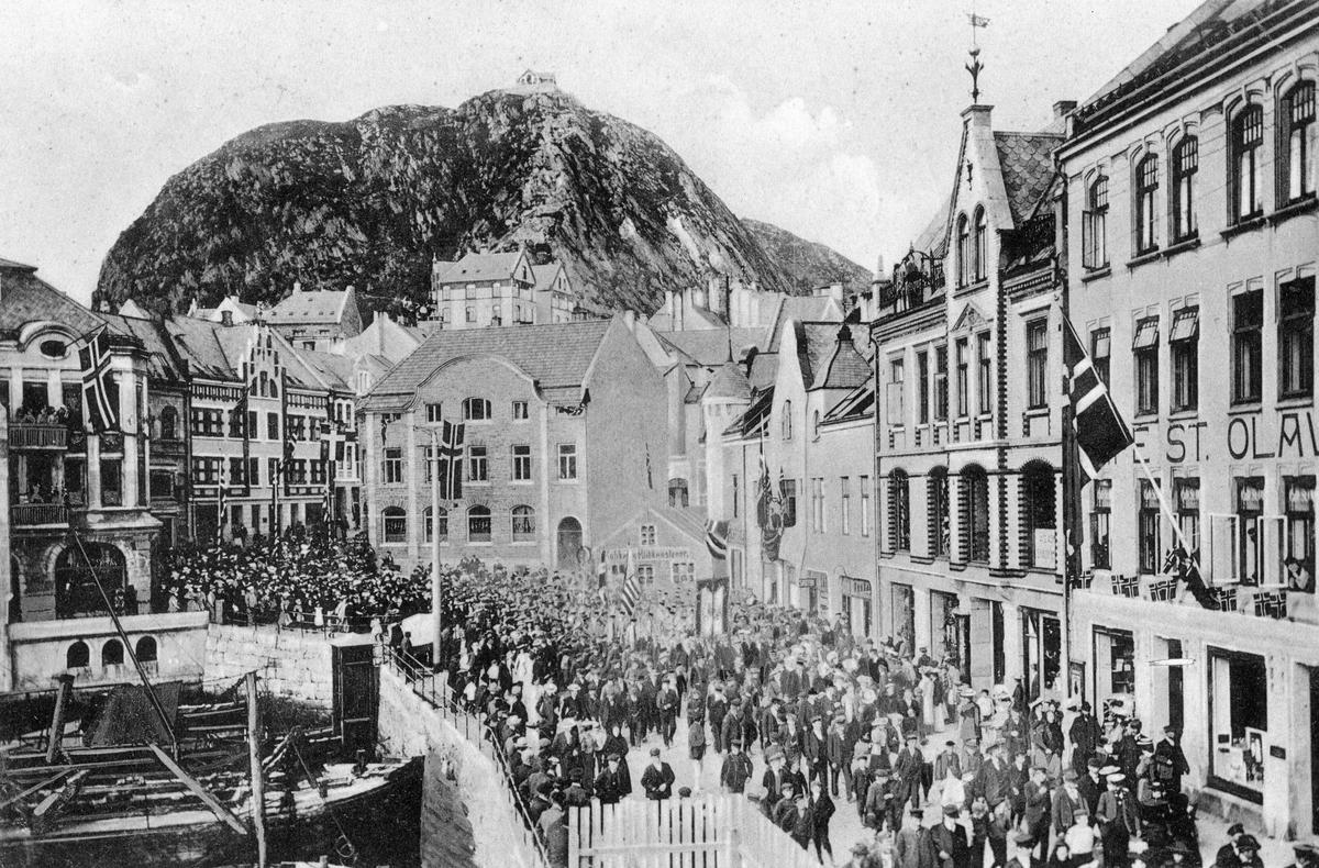 St.Olavs Plass, år 1907. 17.maitog