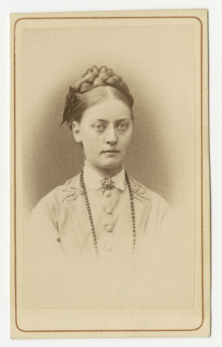Porträtt av Hilda Augusta Sofia Schröderheim.