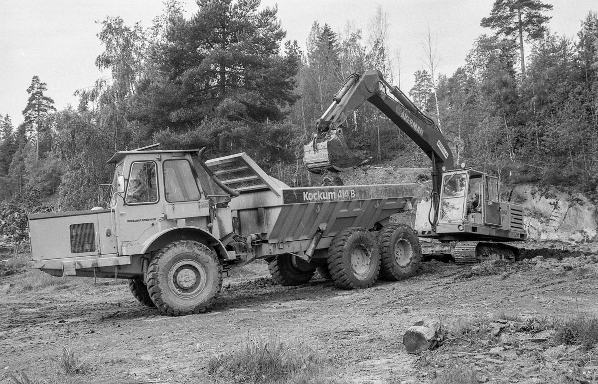 Anleggsarbeide til fornøyelsesparken Tusenfryd på Vinterbro. Legging av rør i grøfter og sprenging med dynamitt.