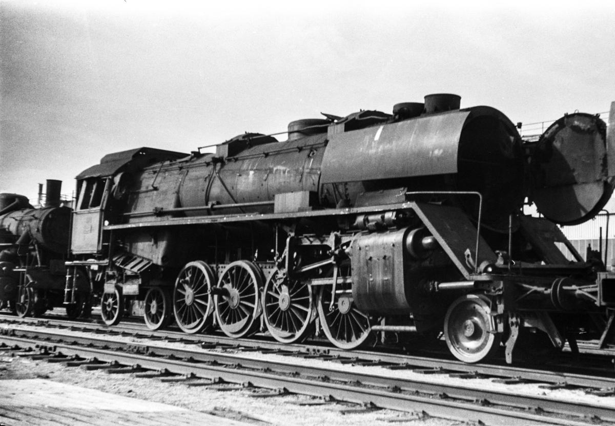Utrangert damplokomotiv type 49c nr. 471 venter på opphugging ved Norsk Jernverk i Mo i Rana.