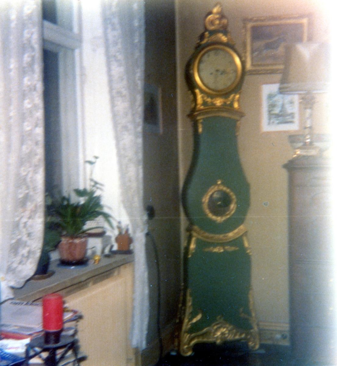 Karbenning sn. Golvur, 230 cm högt, som erbjudits som gåva åt Karbennings församling.