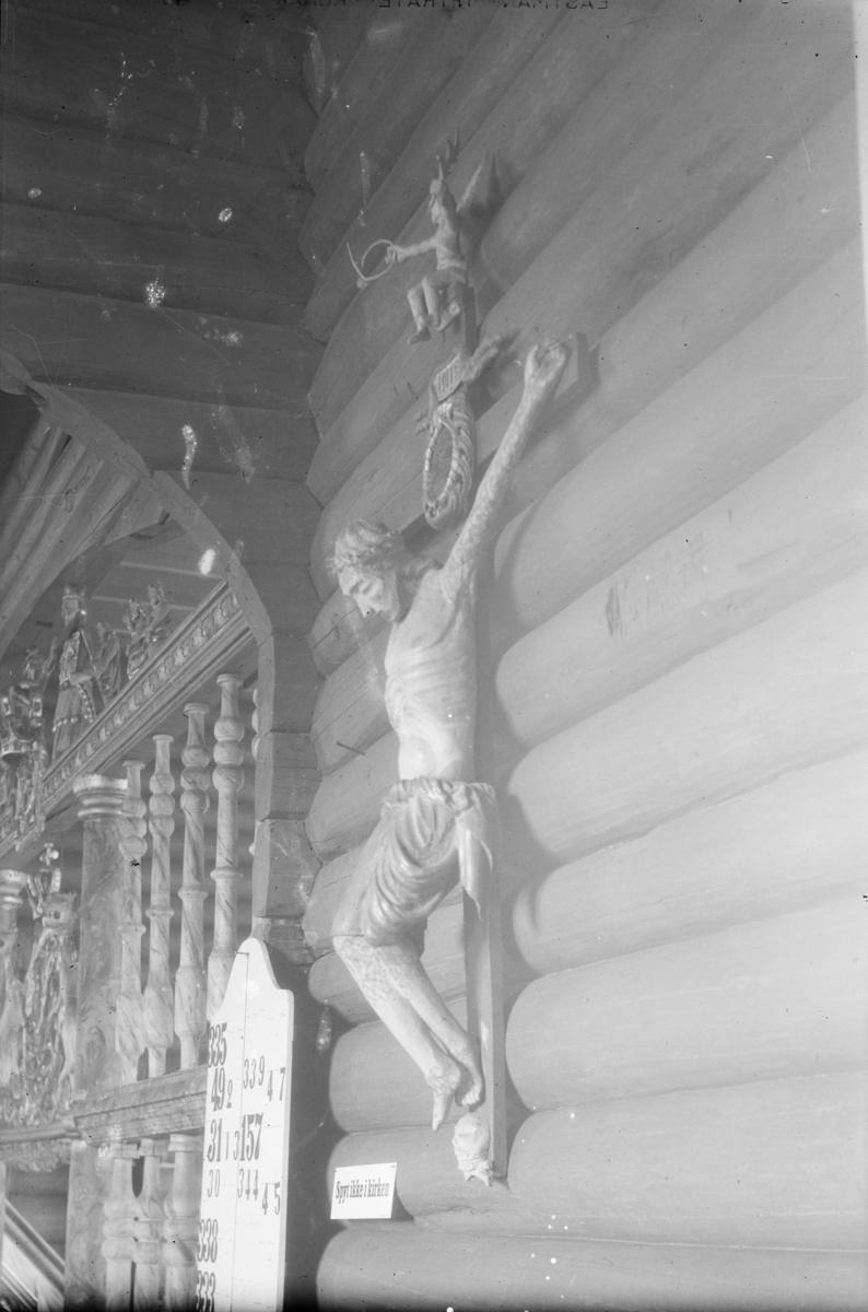 Nord-Fron. Krusifiks i Kvikne kirke.