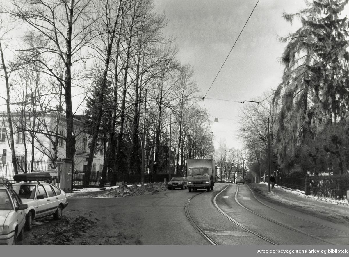 Drammensveien ved Sovjets ambassade. Desember 1988